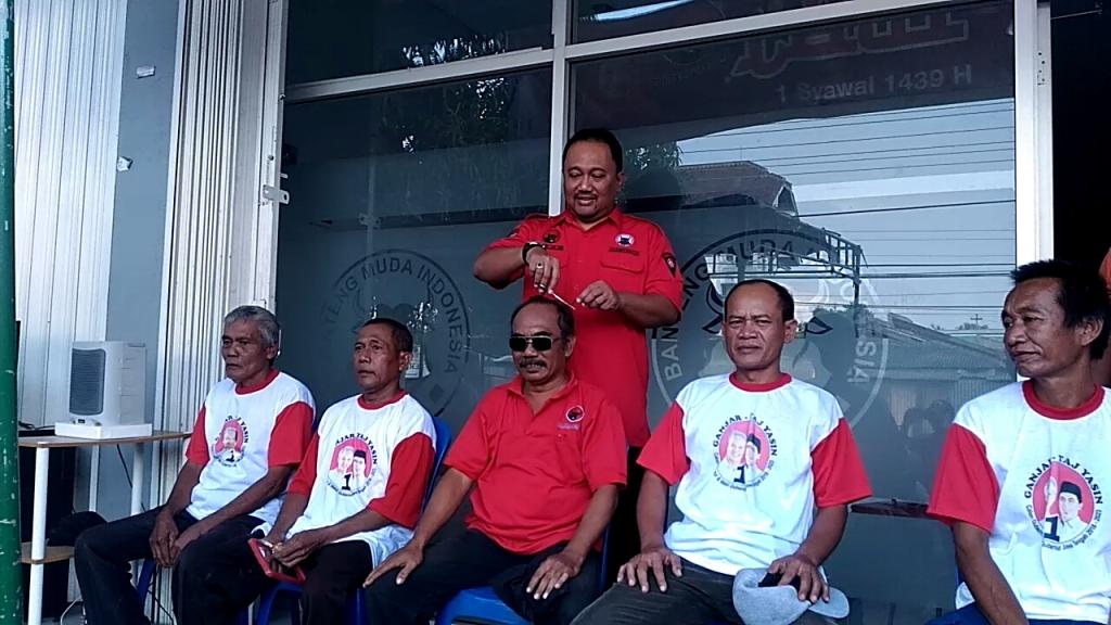 Ganjar-Yasin Unggul Hitung Cepat, Warga Semarang Gunduli Rambut