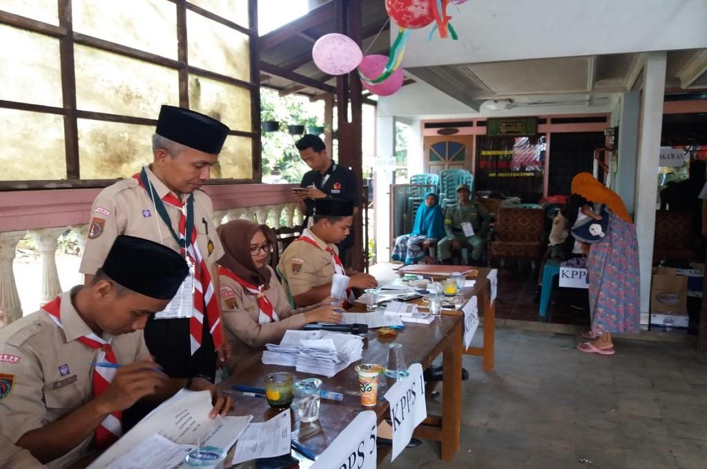 Makan Gratis di TPS 06 Desa Suwawal Jepara