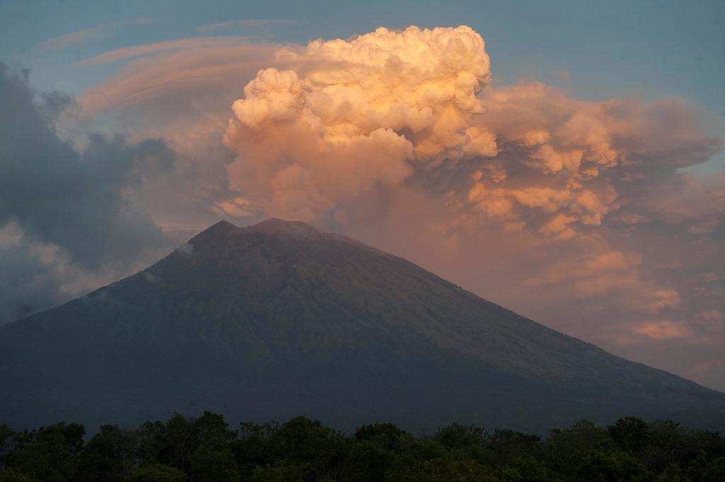 3 Bandara Ditutup Akibat Abu Vulkanik Gunung Agung