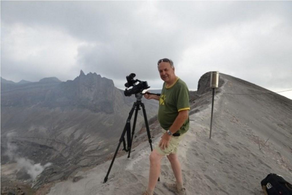 Cerita Warga Belgia Saksikan Kemunculan Anak Gunung Baru