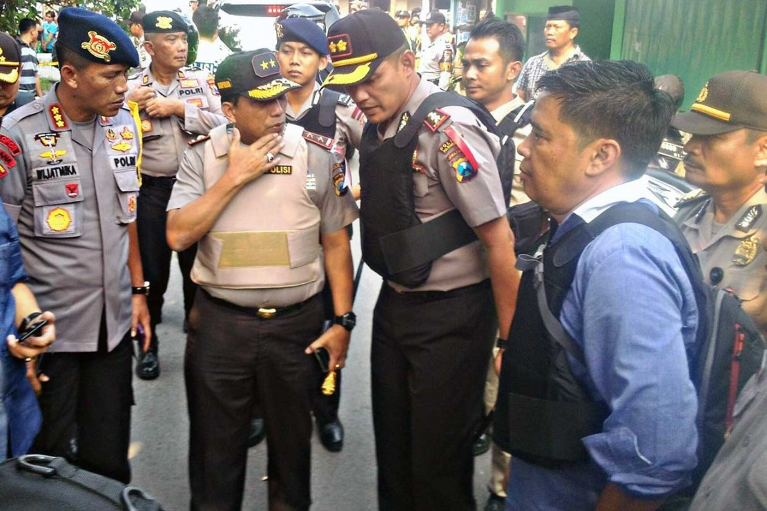 Terduga Pelaku Sempat Lempar 2 Bom ke Polisi