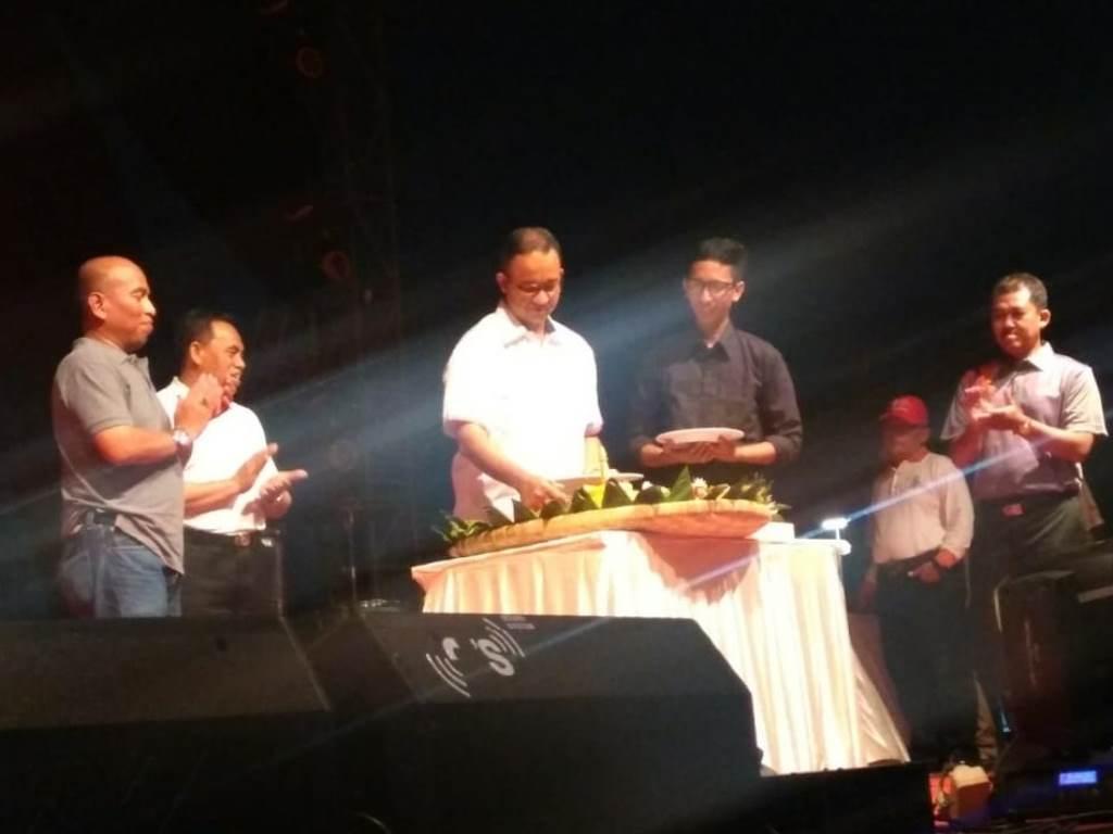 Anies Resmikan Panggung Pagelaran Jakarnaval