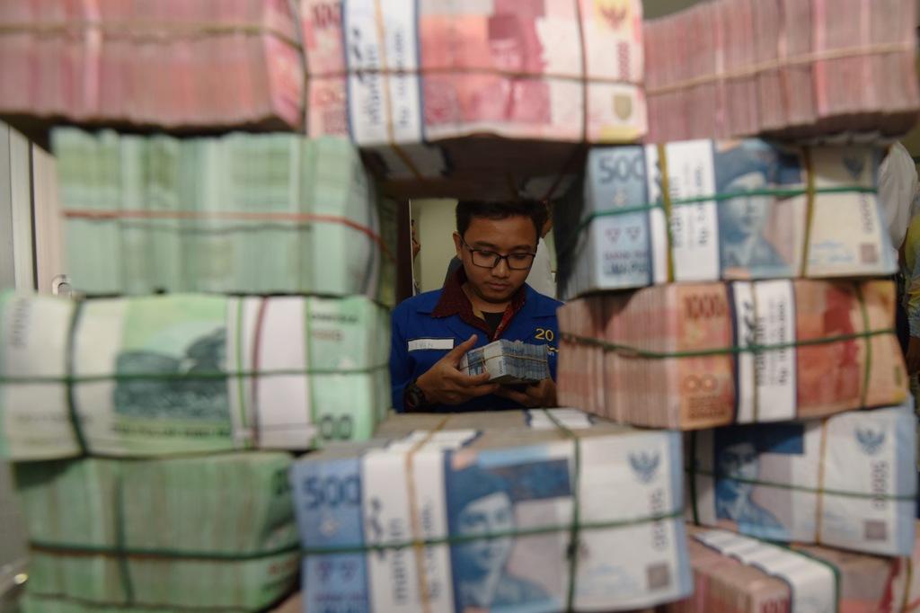 Rupiah Diprediksi Menguat ke Rp14.290/USD