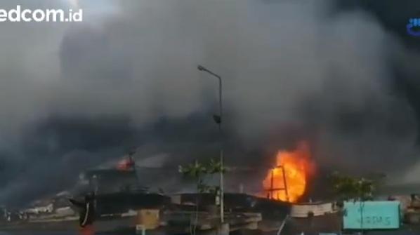 Saksi Dengar Ledakan sebelum Kebakaran di Pelabuhan Benoa