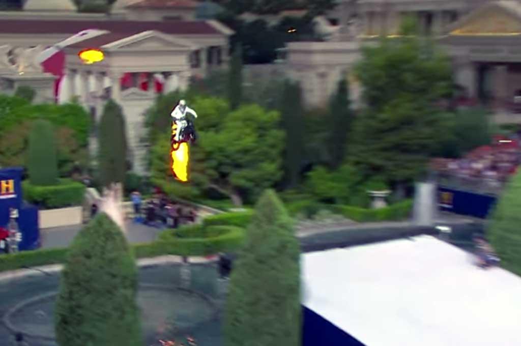 Aksi Ekstrim Evel Knievel Lompati Air Mancur Caesar's Palace