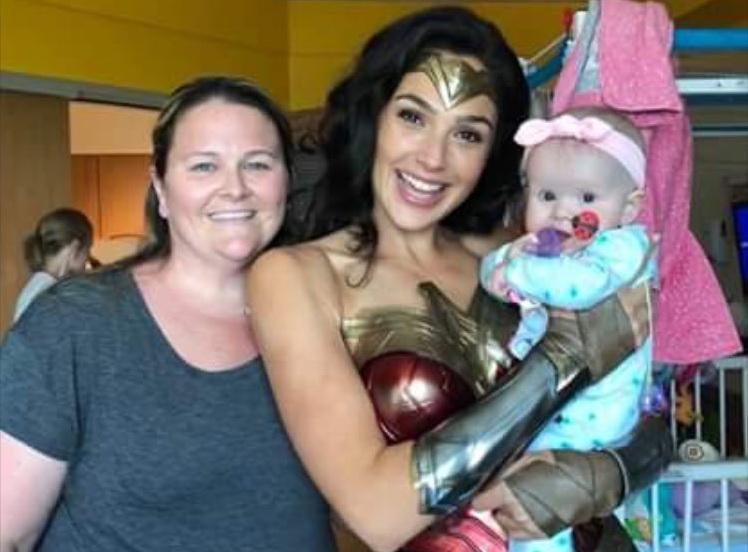 Pakai Kostum Wonder Woman, Gal Gadot Hibur Pasien Anak Penderita Kanker