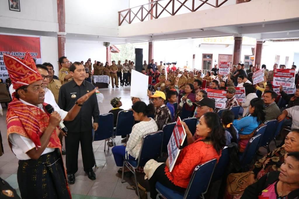 Mensos Kucurkan Bantuan Rp6,9 Miliar untuk Korban Erupsi Sinabung