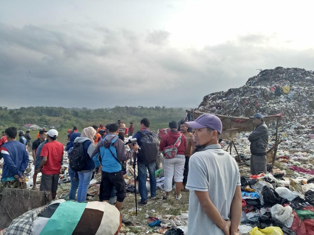 Pemulung Tertimbun Longsor Sampah di Malang