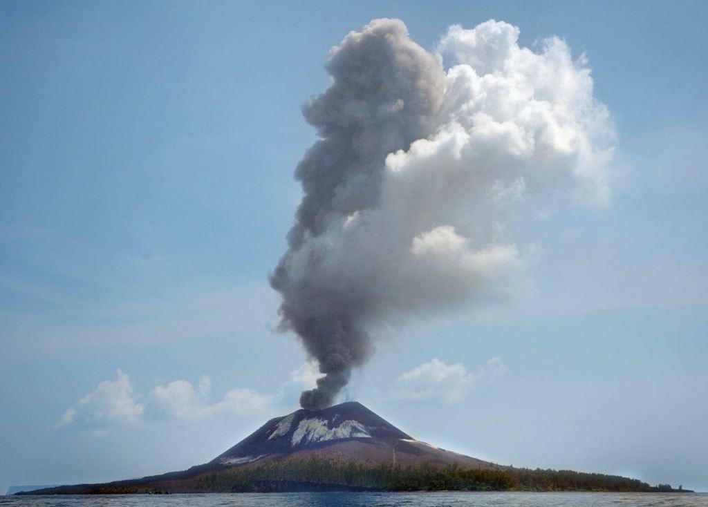 Gunung Anak Krakatau Meletus 56 Kali