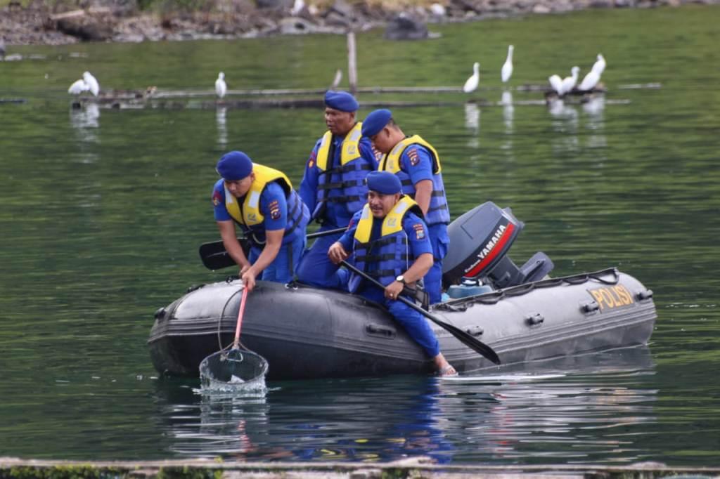 1.500 Personel Gabungan Bersihkan Danau Toba