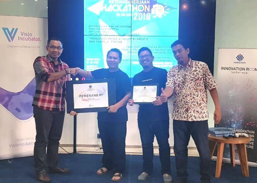 Tim Talenthub Surabaya Juara Kompetisi Hackathon Ketenagakerjaan
