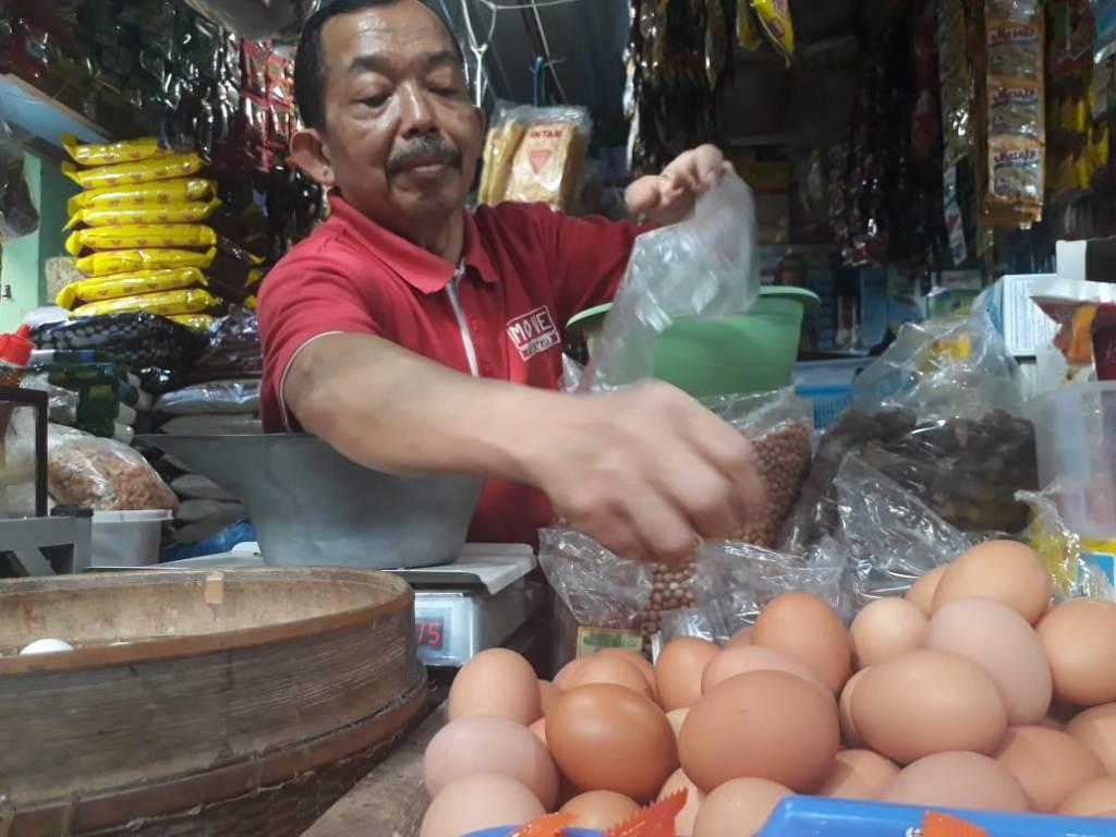 Kurang Pasokan, Harga Telur Ayam di Malang Naik