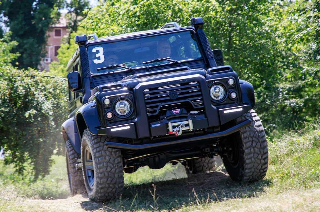 Land Rover Defender Garapan Ares Design, Tampil Kekinian