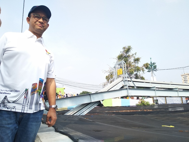 Anies-Sandi Tinjau Kampung Tematik di Kali Item