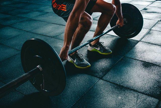 Olahraga Berat Tanpa Pendampingan Dapat Sebabkan Nyeri Lutut