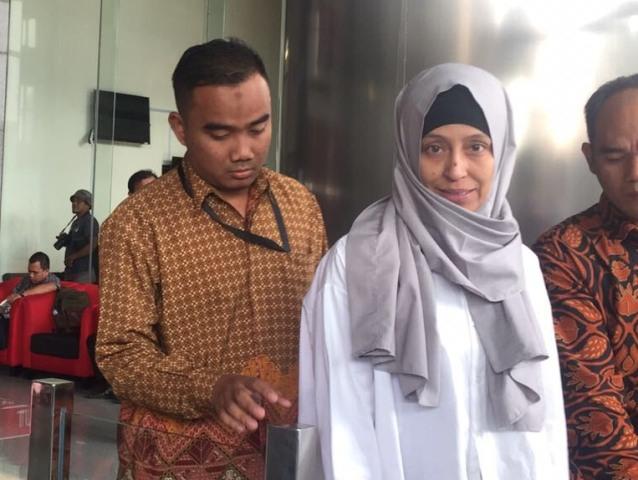 KPK Periksa Adik Inneke Koesherawati