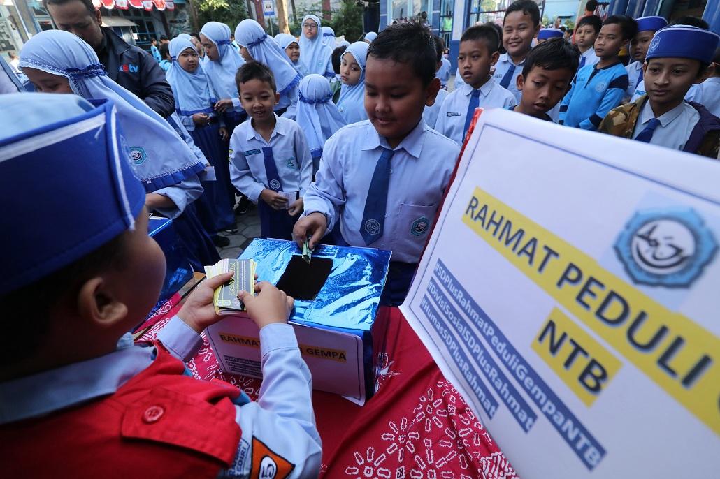 Pelajar SMP di Purwokerto Menggalang Dana untuk Korban Gempa Lombok