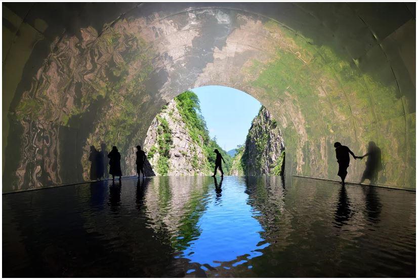 Terowongan cahaya bernilai seni tinggi