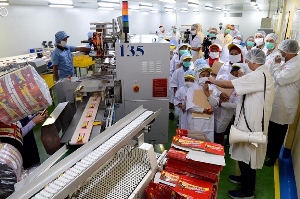 Puluhan Reporter Cilik Media Indonesia Berkunjung ke Produsen Biskuit