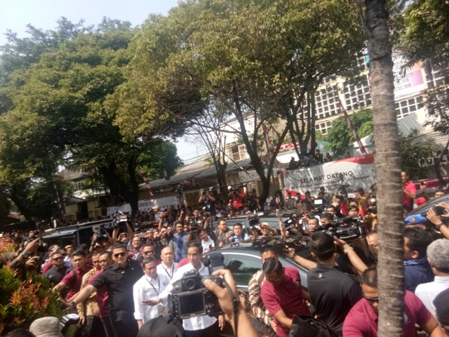 Jokowi Sapa Pendukung di KPU