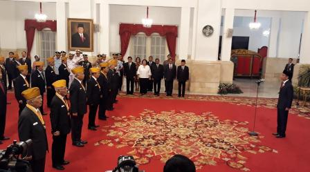 Jokowi Kukuhkan Pengurus Legiun Veteran