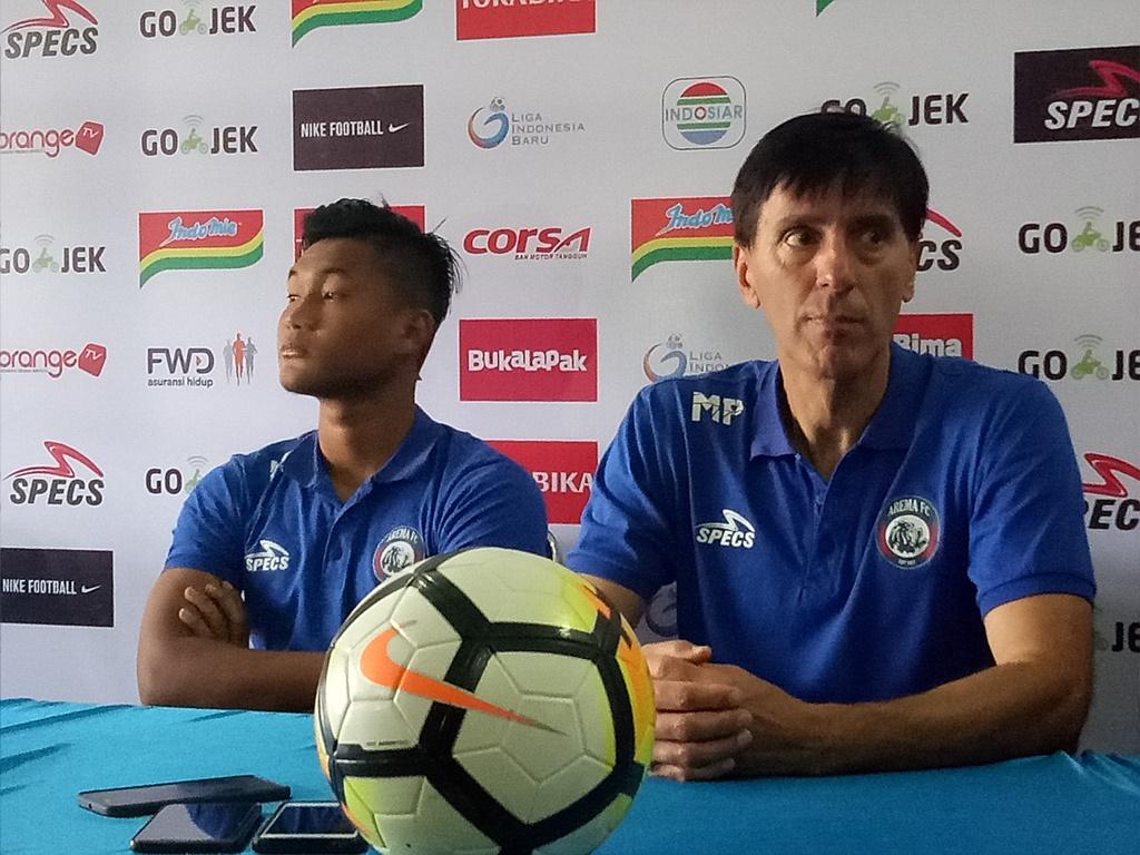 Pelatih Arema tak Mau Pusing dengan Kondisi Skuat Borneo
