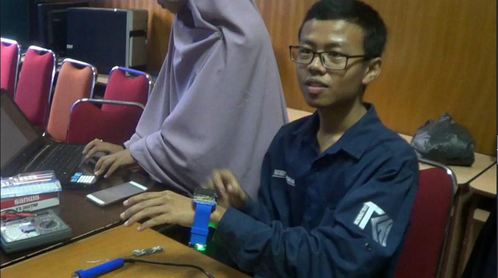 Mahasiswa di Padang Ciptakan Gelang Anti Begal