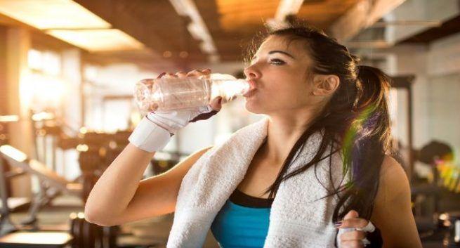 Hubungan Antara Asupan Air dan Penurunan Berat Badan