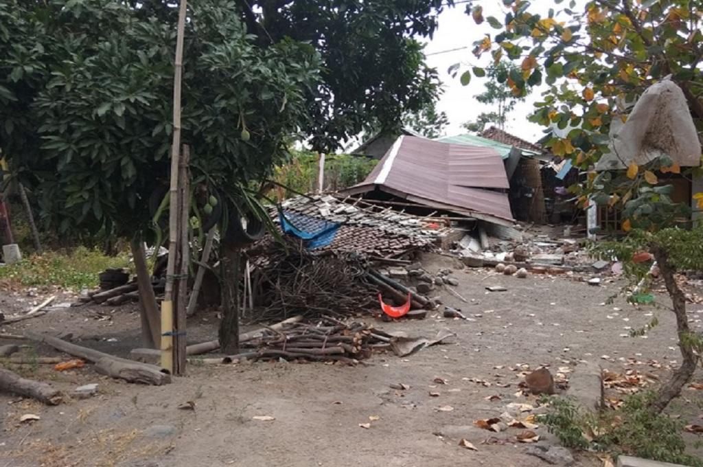 TNI-Polri Kirim 7 Pesawat Berisi Bantuan ke Lombok