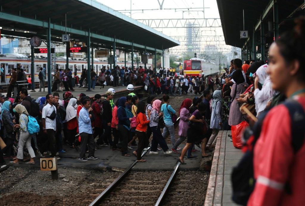 Waktu Tempuh KRL Bogor-Jakarta Bertambah 10 Menit