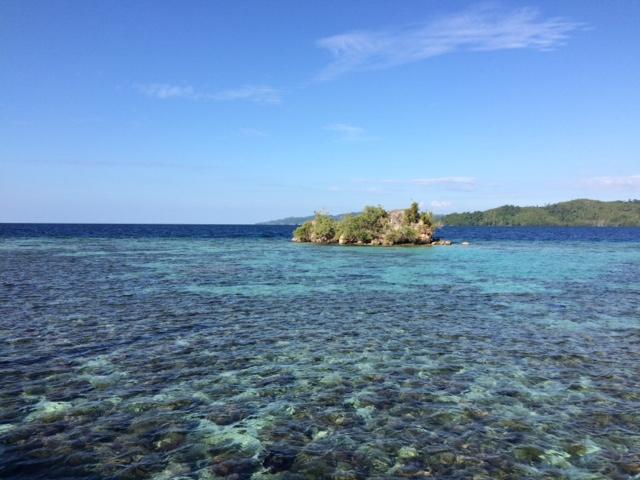 Melihat Kecantikan Laut Togean dari Jembatan Pulau Papan