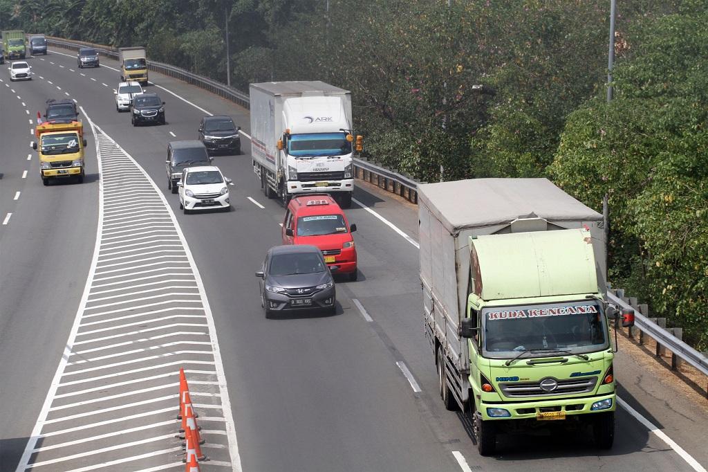 Pembatasan Truk Tronton di Tol Dalam Kota Mulai Berlaku