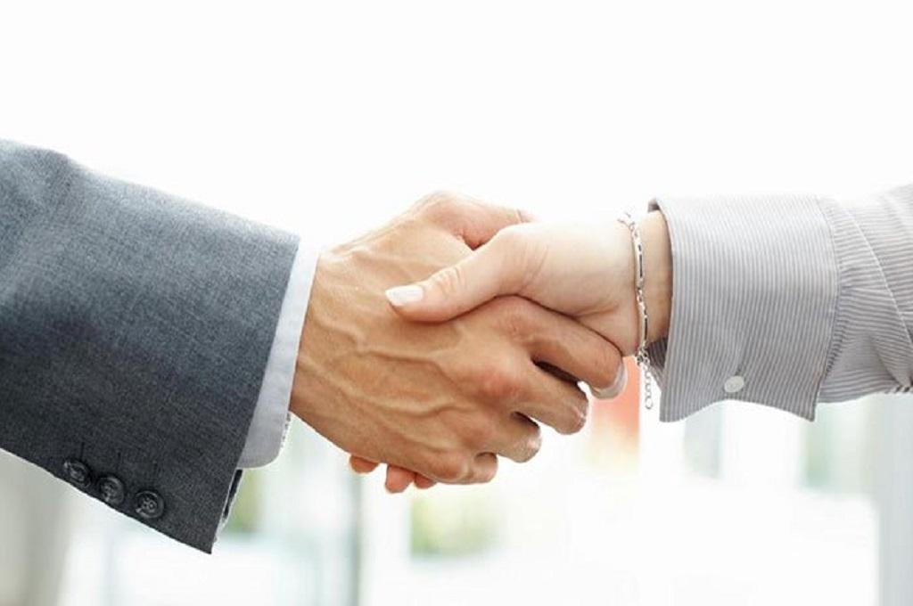 Tolak Berjabat Tangan. Pasangan Muslim Gagal Dapat Kewarganegaraan