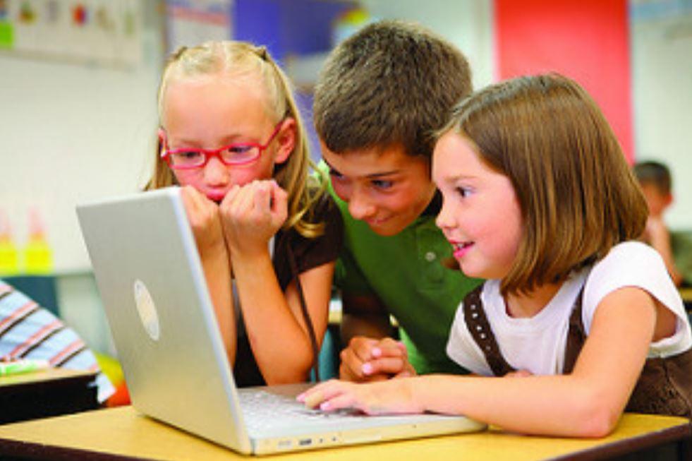 Hal yang Paling Banyak Dicari Anak di Internet Saat Liburan