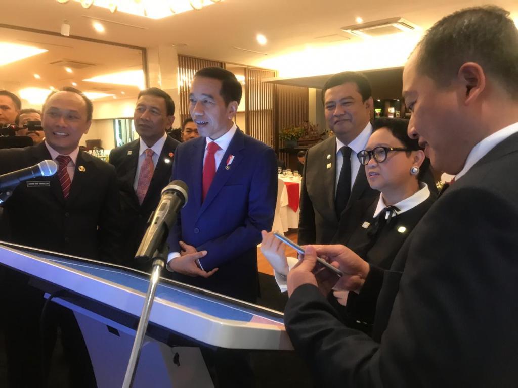 Jokowi Berikan Akte Kelahiran <i>Online</i> di Luar Negeri