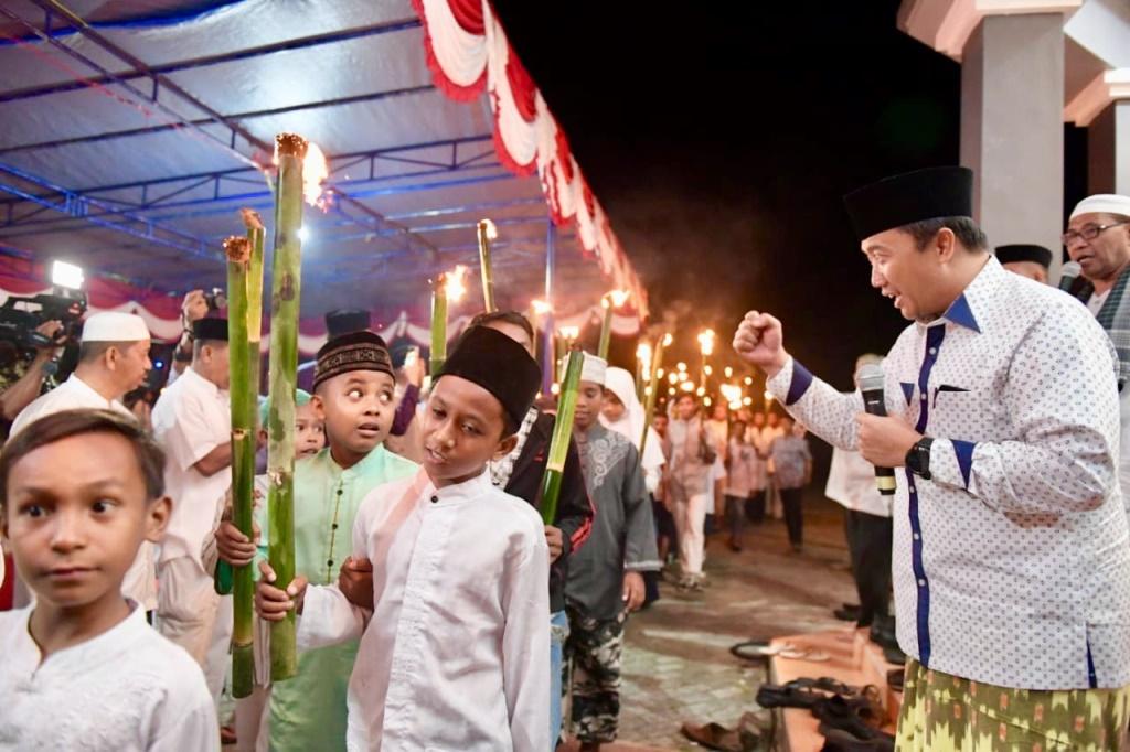 Menpora Lepas Pawai Obor Kebangsaan di Halmahera Tengah