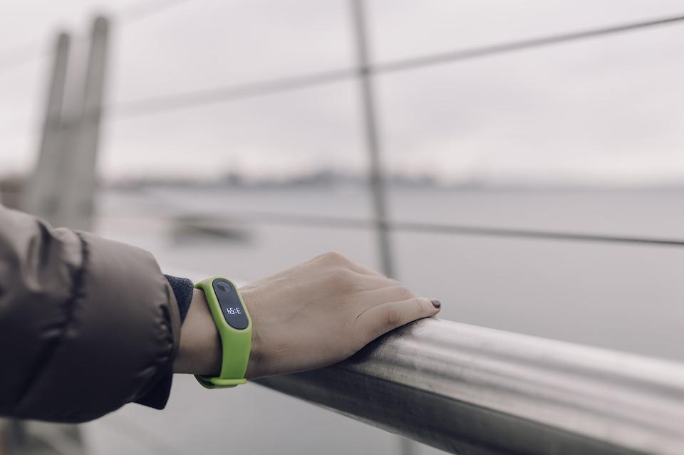 Studi Fitbit Soal Detak Jantung Saat Diam