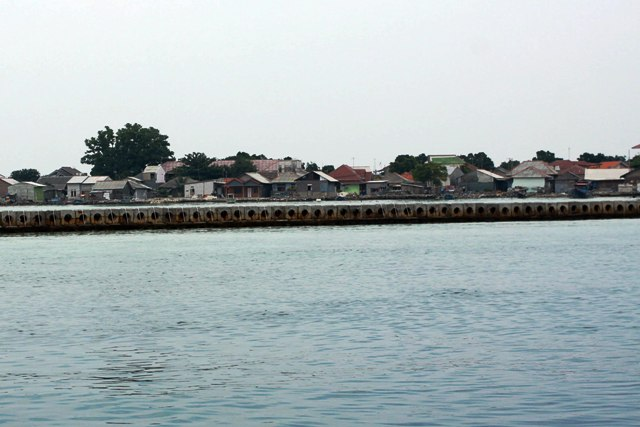 Pemecah Ombak Disebut Merusak Ekosistem Kepulauan Seribu