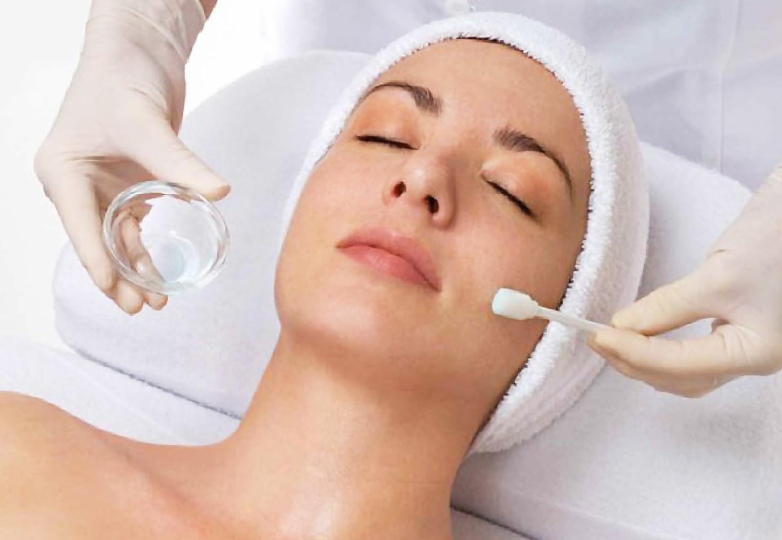 Ketahui Perbedaan Perawatan Laser dan <i>Chemical Peeling</i>