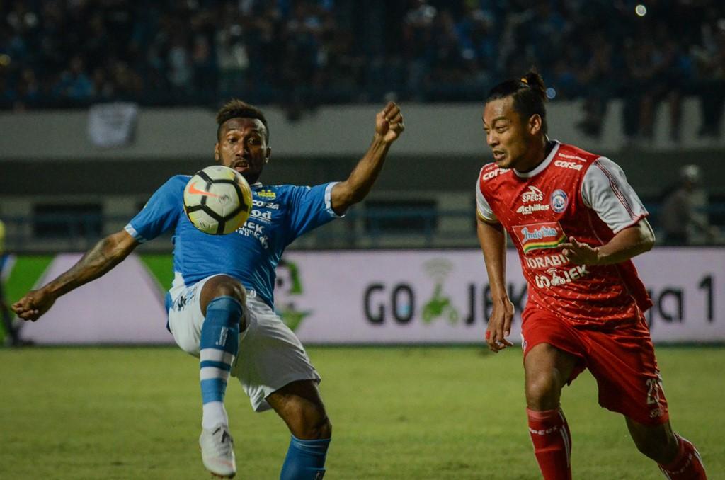 Bungkam Arema FC di GBLA, Persib Pimpin Klasemen Liga 1