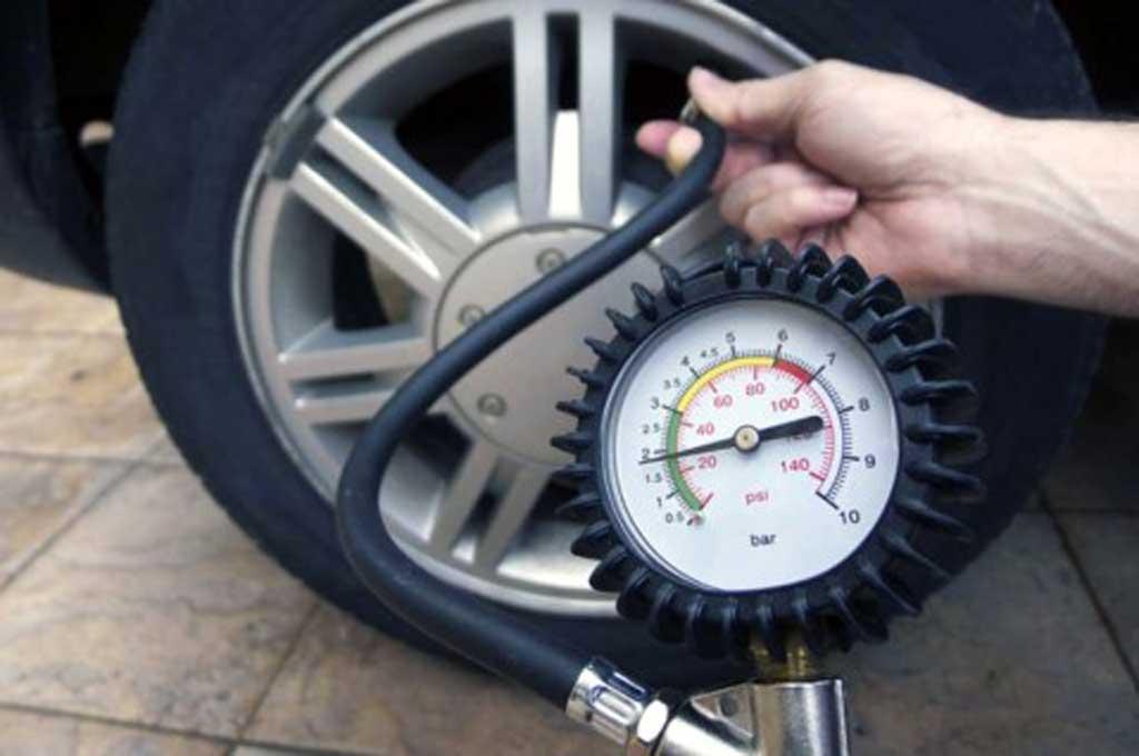 Jangan Asal Pompa Ban, Tiap Mobil Beda Ukuran Tekanan
