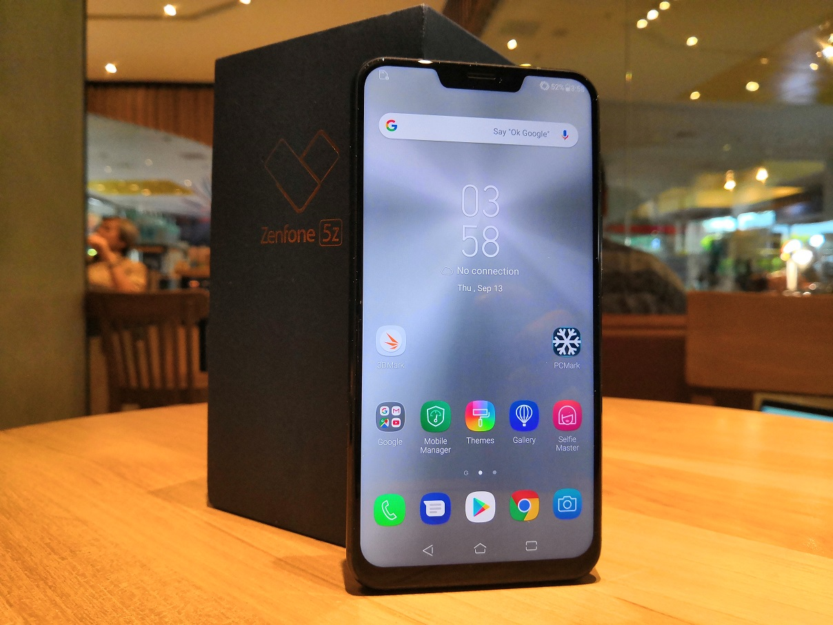 Melihat Isi Kotak ASUS Zenfone 5Z