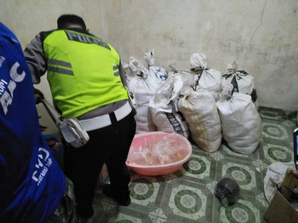 Pabrik Ciu Rumahan di Tangerang Digerebek