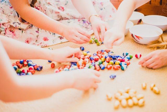Alasan Baik Membiarkan Anak-anak Bermain dengan Makanan Baru