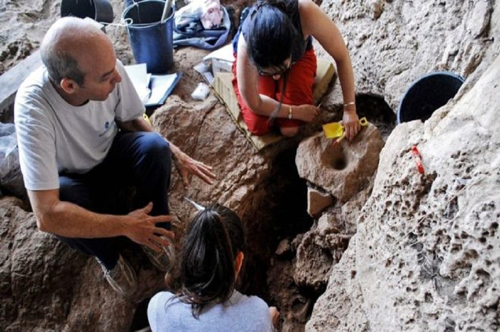 Bir Berusia 13 Ribu Tahun Ditemukan di Gua Israel