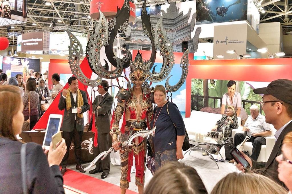 Busana Jember Carnival Festival Pukau Warga Rusia