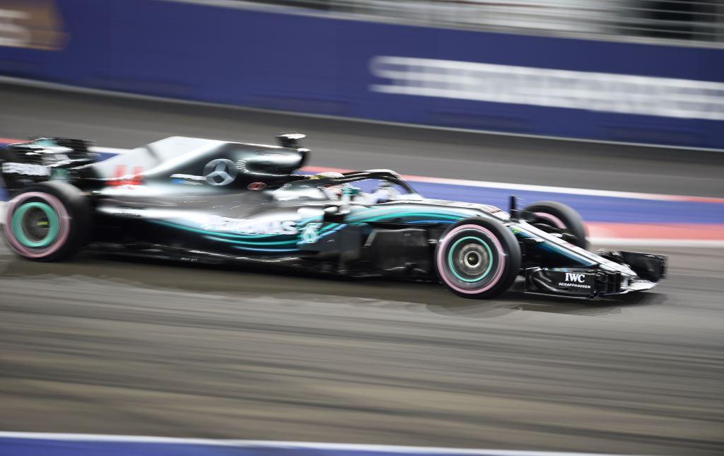 Juara di GP Singapura, Hamilton Kian Nyaman di Puncak Klasemen