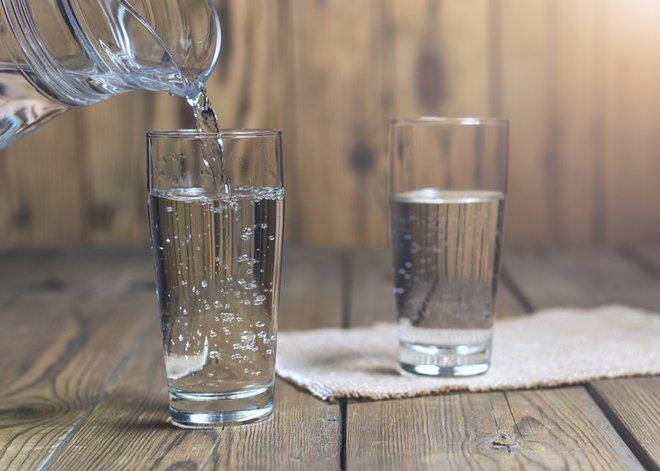 Banyak Minum Air Terbukti Turunkan Risiko Infeksi Saluran Kemih