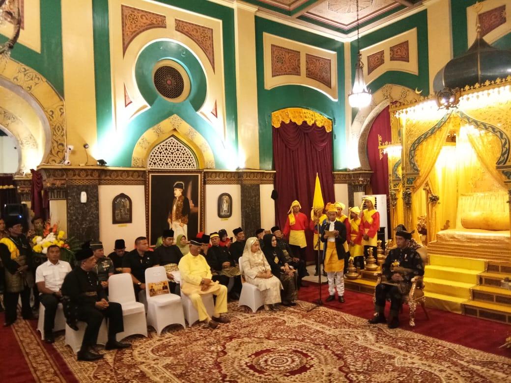 Jokowi Dianugerahi Gelar Adat oleh Kesultanan Deli