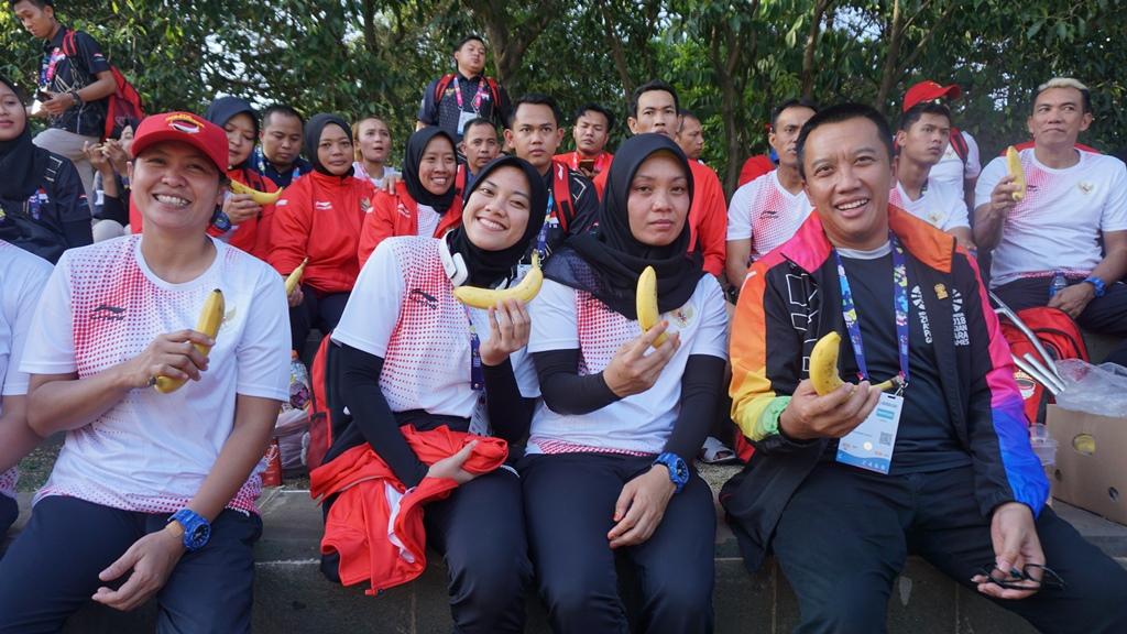 Usai Bertanding, Tim Bola Voli Duduk Indonesia Ditraktir Bebek Goreng oleh Menpora